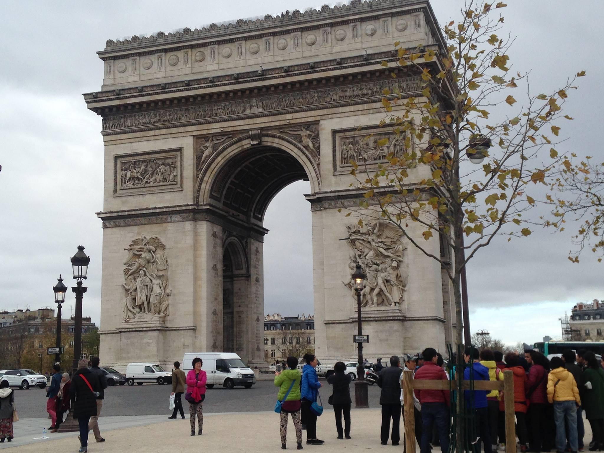 LE CIRCUIT DE PARIS FORMULE E PRÊT A ELECTRISER AUX INVALIDES