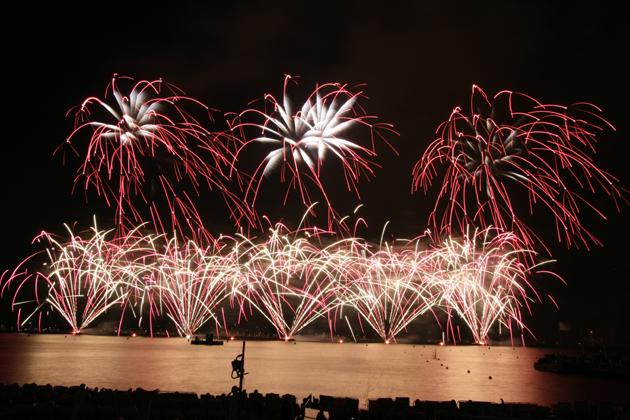 Nanos_fireworks_420x630